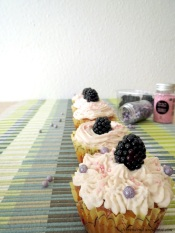Brombeer-Cupcakes