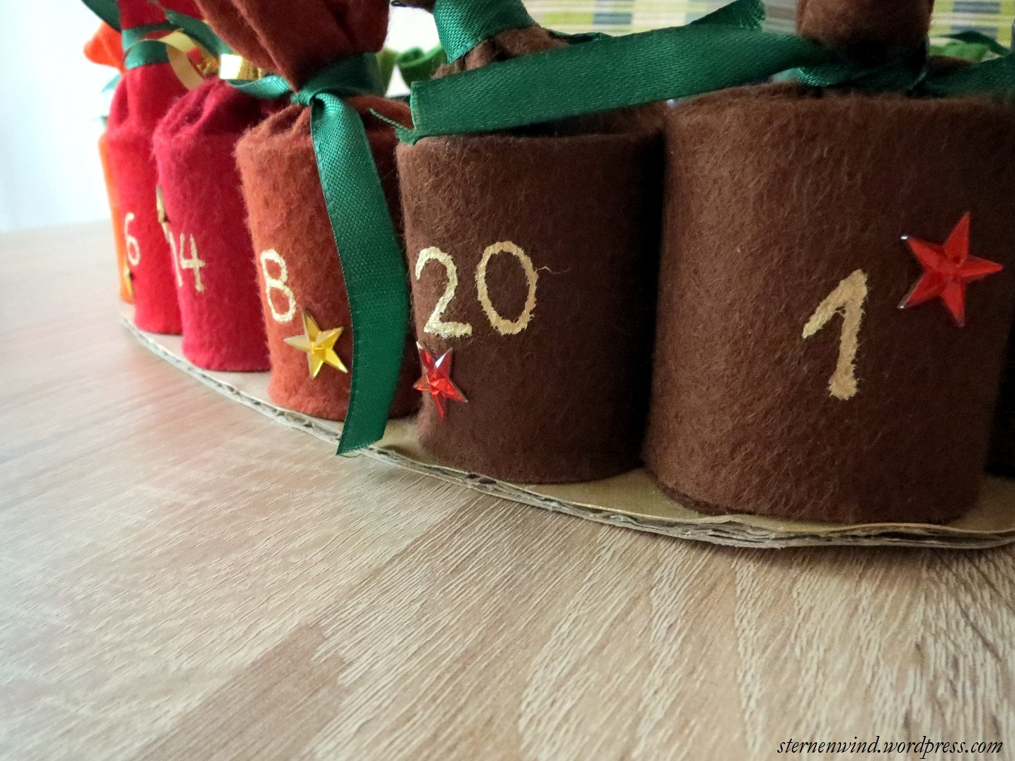 diy adventskalender aus klopapierrollen sternenwind blog. Black Bedroom Furniture Sets. Home Design Ideas