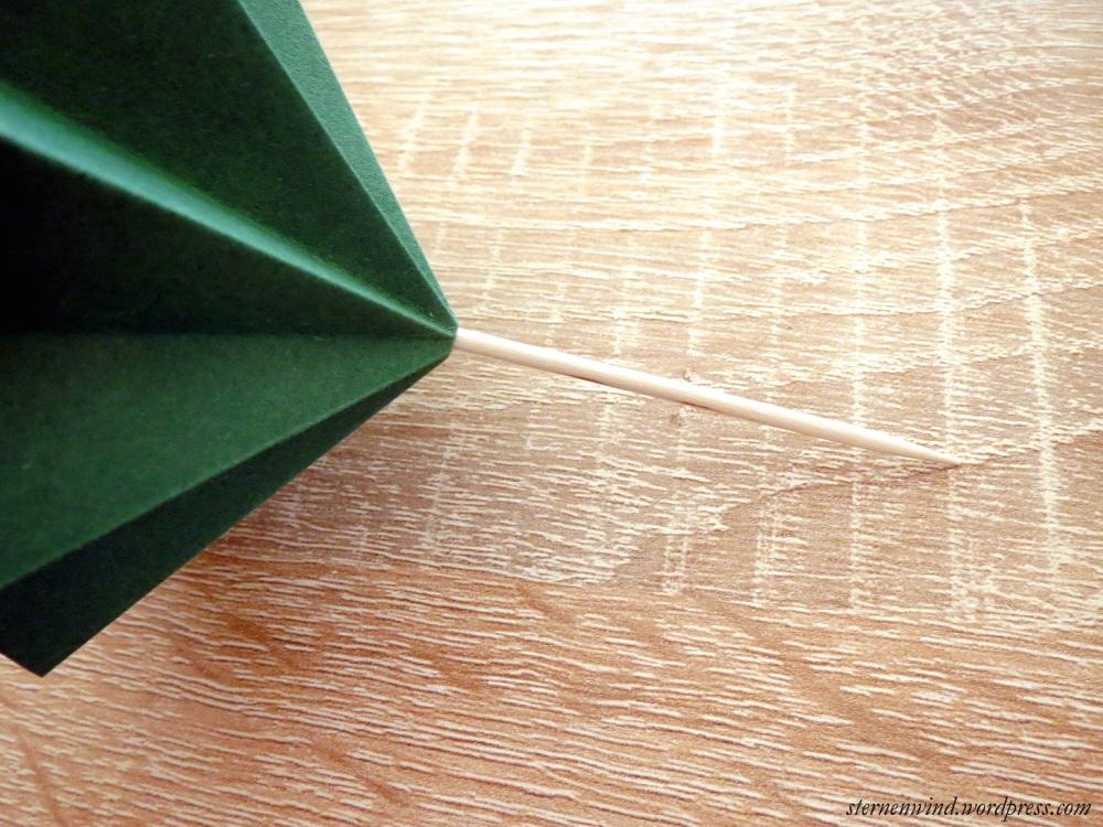 DIY: Tannenbäumchen aus Papier falten (5/6)