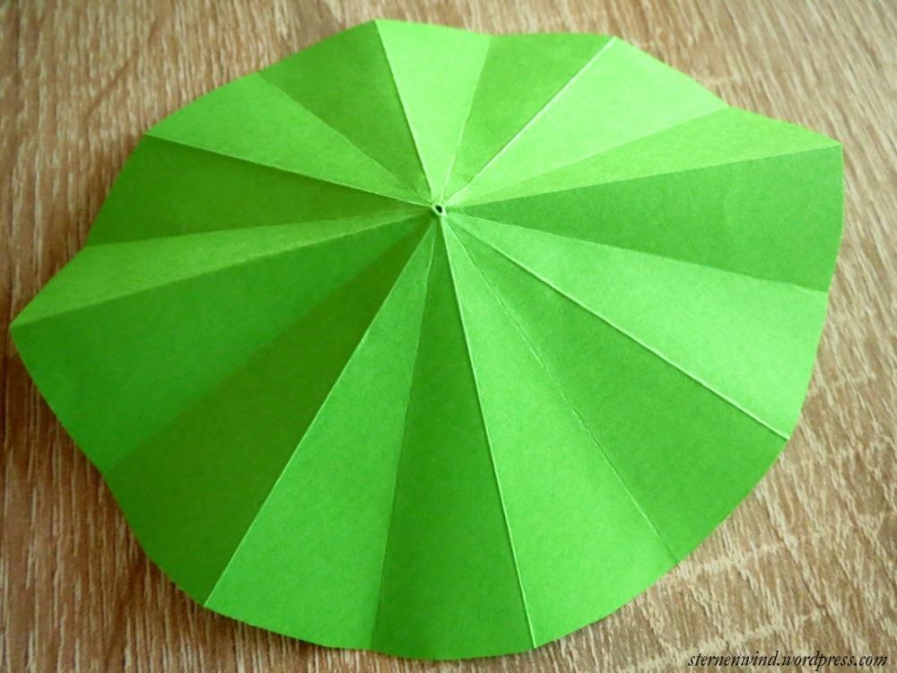 DIY: Tannenbäumchen aus Papier falten (3/6)