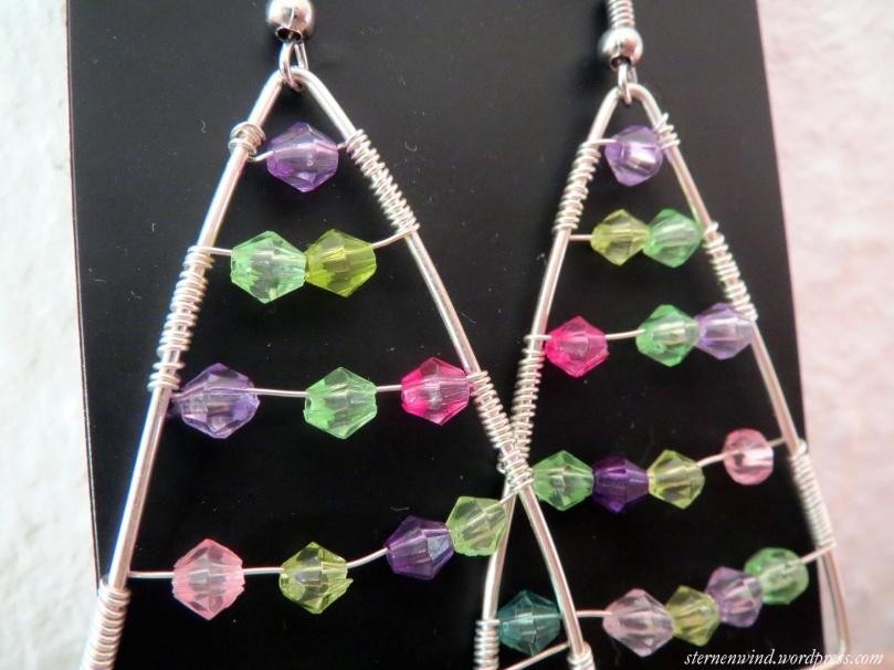 Tannenbaumohrringe mit Perlen