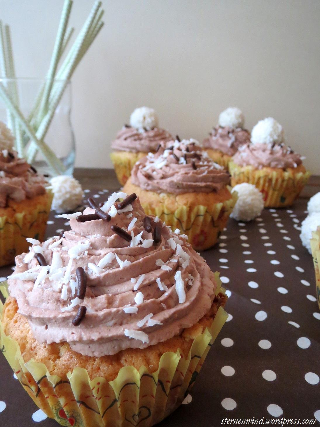 rezept raffaello cupcakes mit wei er schokolade und kokos kakao topping sternenwind blog. Black Bedroom Furniture Sets. Home Design Ideas