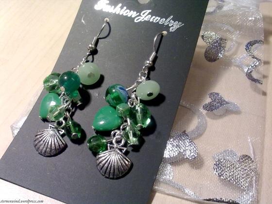Ohrringe aus Metall-, Glas- und Kunststoffperlen