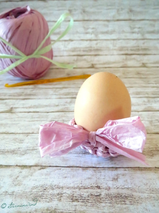 Eierbecher aus Papiergarn