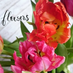digitalisiertes Handlettering und Blumen