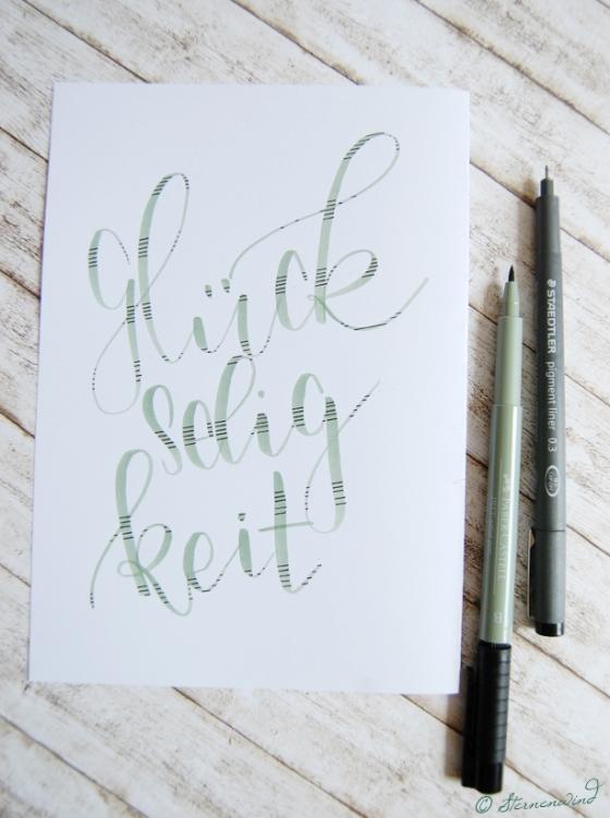 Handlettering Buchstaben mit Muster verzieren