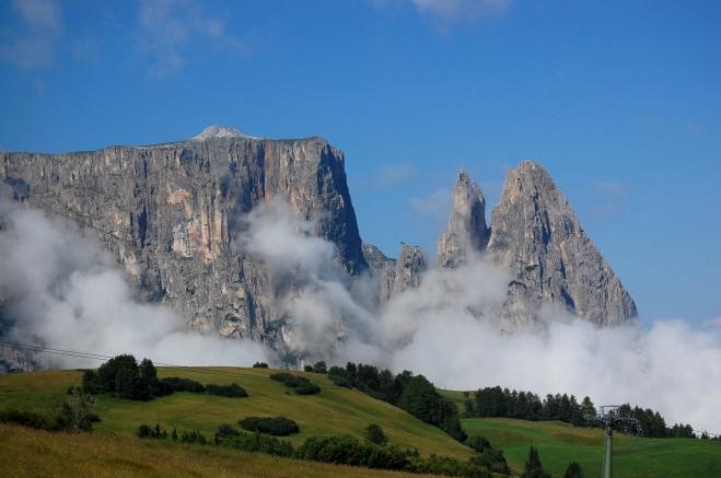 Schlern Südtirol mit Wolken