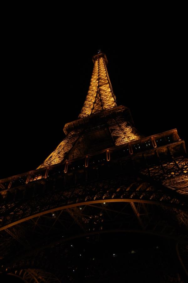 Paris Eiffelturm bei Nacht (c) Tour Eiffel- illuminations Pierre Bideau