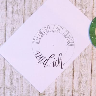Weihnachtskarte Lettering Inspiration Handlettering im Kreis schreiben Anleitung