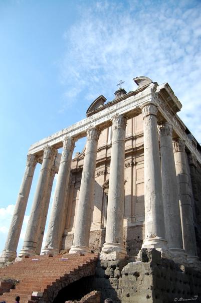 Rom_Forum_Romanum_Tempel_des_Antoninus_Pius_und_der_Faustina